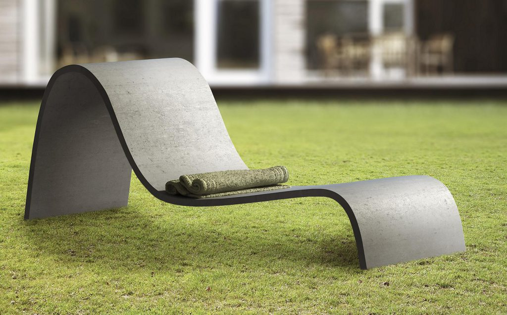 Elegante e Sinuosa chaise longue da esterno.
