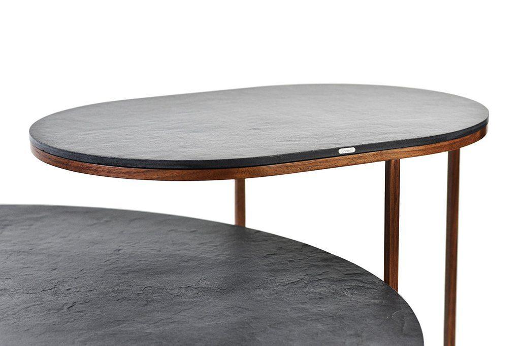 La composizione metallica del tavolo è coperto da impiallacciatura in noce o rovere ed è facile da smontare.