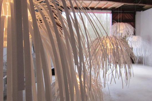 lampada a sospensione: quando arte e design si uniscono attraverso la materia