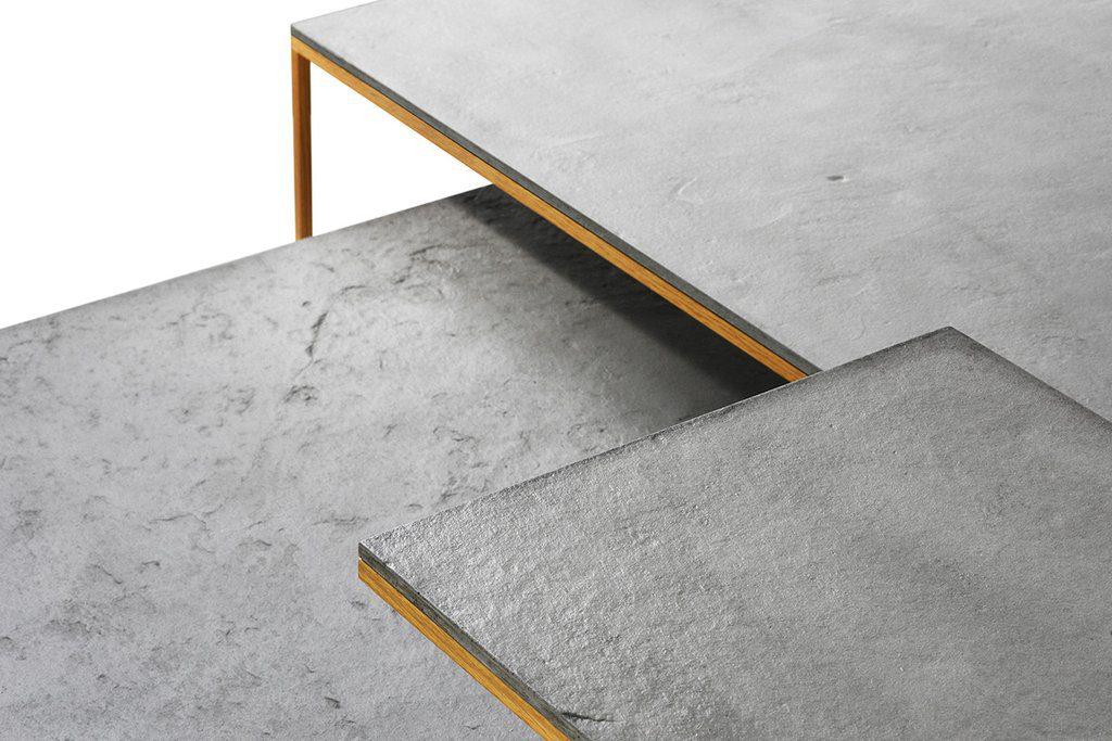 Details: 7 millimetri di spessore bordo. Struttura in metallo rivestita con impiallacciatura di noce o rovere
