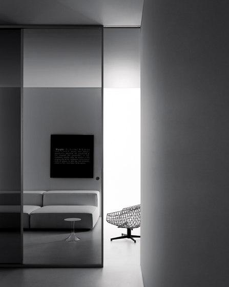 porta scorrevole tutt'altezza con vetro nero trasparente