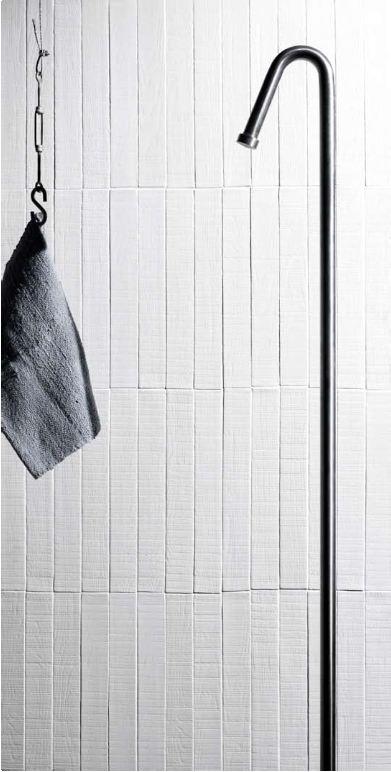 Eleganza e semplicità: nero, bianco, grigio e fango