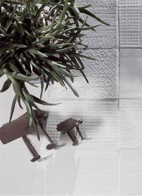 Segni che comunicano sulla semplicità di materiale ceramico puro .